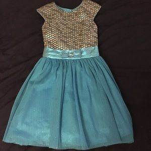 Other - Little Girls Sparkly Dress